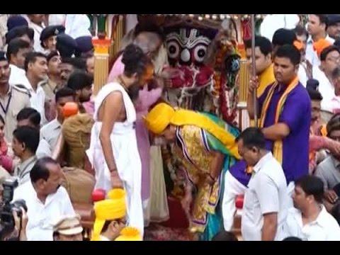 Gujarat CM Anandiben Patel inaugurates Jagannath Rath Yatra in Ahmedabad