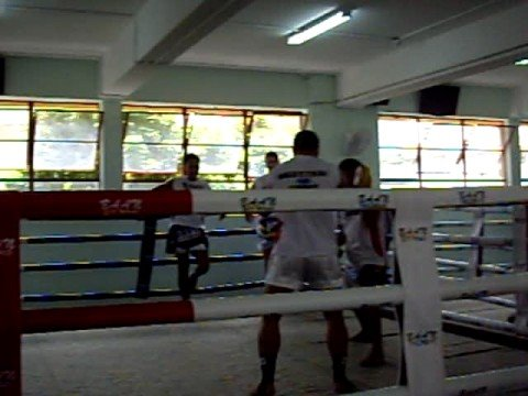 Yodsaenklai Fairtex pad training Image 1