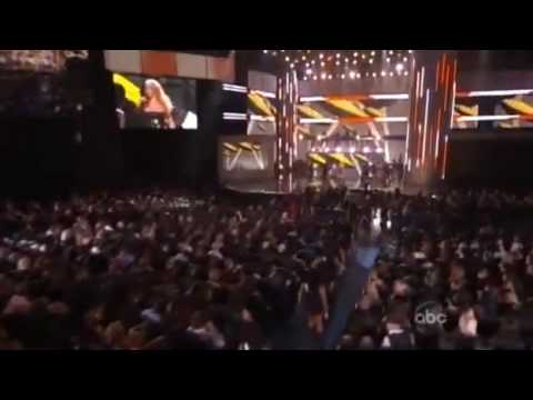 Shakira Give It Up To Me (live American Music Awards)
