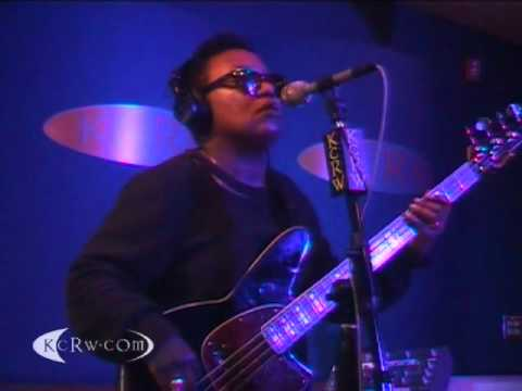 Meshell Ndegeocello performing