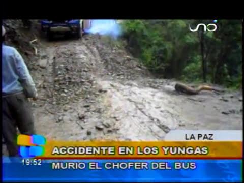 INCREIBLE: CAMINO A YUNGAS: Bus se embarranca y es filmado en vivo