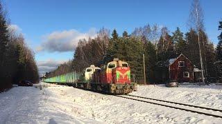[VR Transpoint] T53682 pulled by class Dv12 diesels cross Myyryntie level crossing in Lohja.