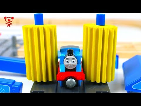 Wooden trains with Thomas - wooden railway and trains like brio - toy trains for kids - trains video