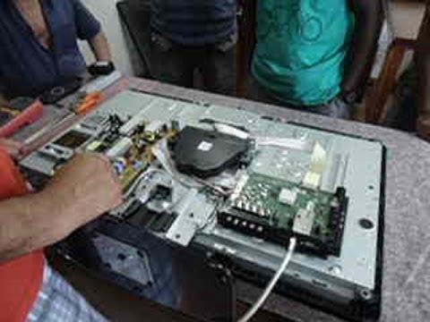 TV LCD: Mostra o logo da Philips ao ligar. tela apaga e led fica piscando.
