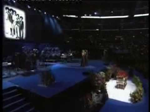 Fansat i japin lamtumiren Majkell Xheksonit