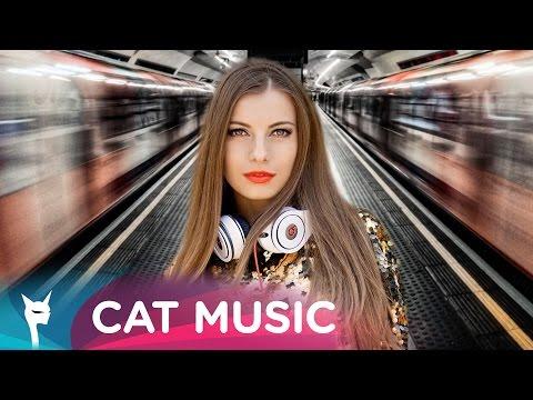 Ioana feat. Anastasia - Ca La Metrou (Lyric Video)