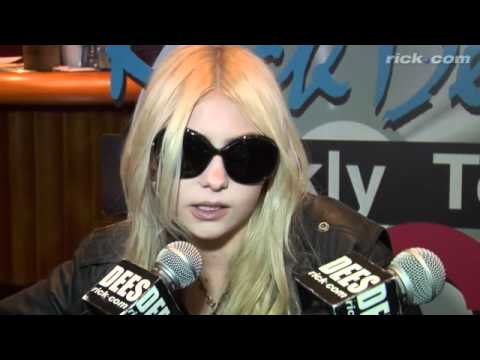 Taylor Momsen at the 2011 Grammys!! Music Videos