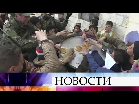 Российские военные развернули мобильный госпиталь влагере беженцев вВосточном Алеппо.