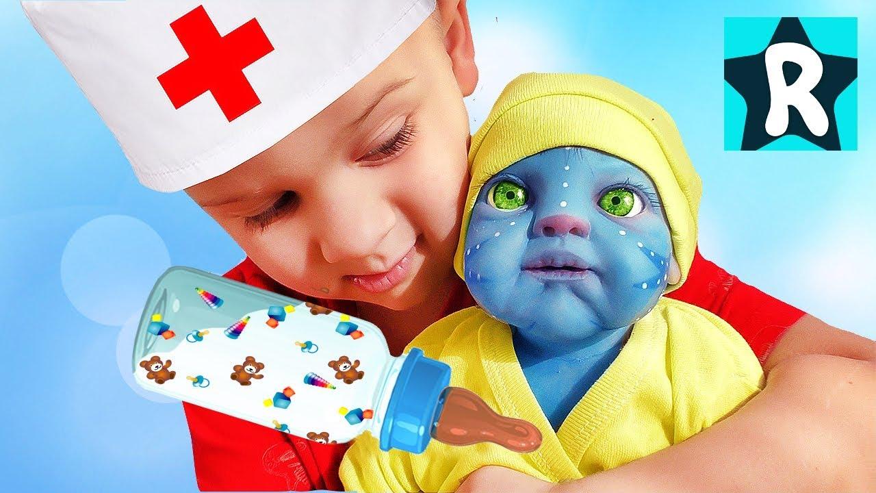 Рома играет с необычной куклой Реборн Аватар / Roma Pretend Play with Baby Doll