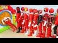 しゅつどう前にかくれんぼ 手さぐりボックス すぽすぽ動画 レッド戦隊ヒーロー Red Power Rangers