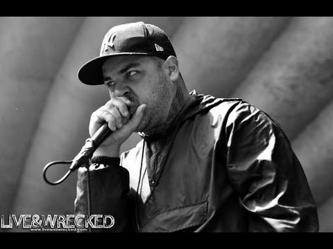 emmure-frankie-gets-200v-electroshocked-on-stage-in-moscow-70513.html