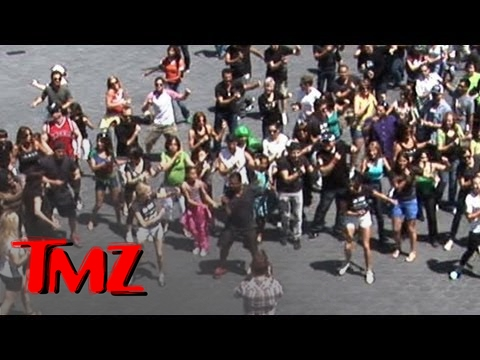 'Carlton Dance' Flash Mob!!! -- Alfonso Ribeiro LEADS