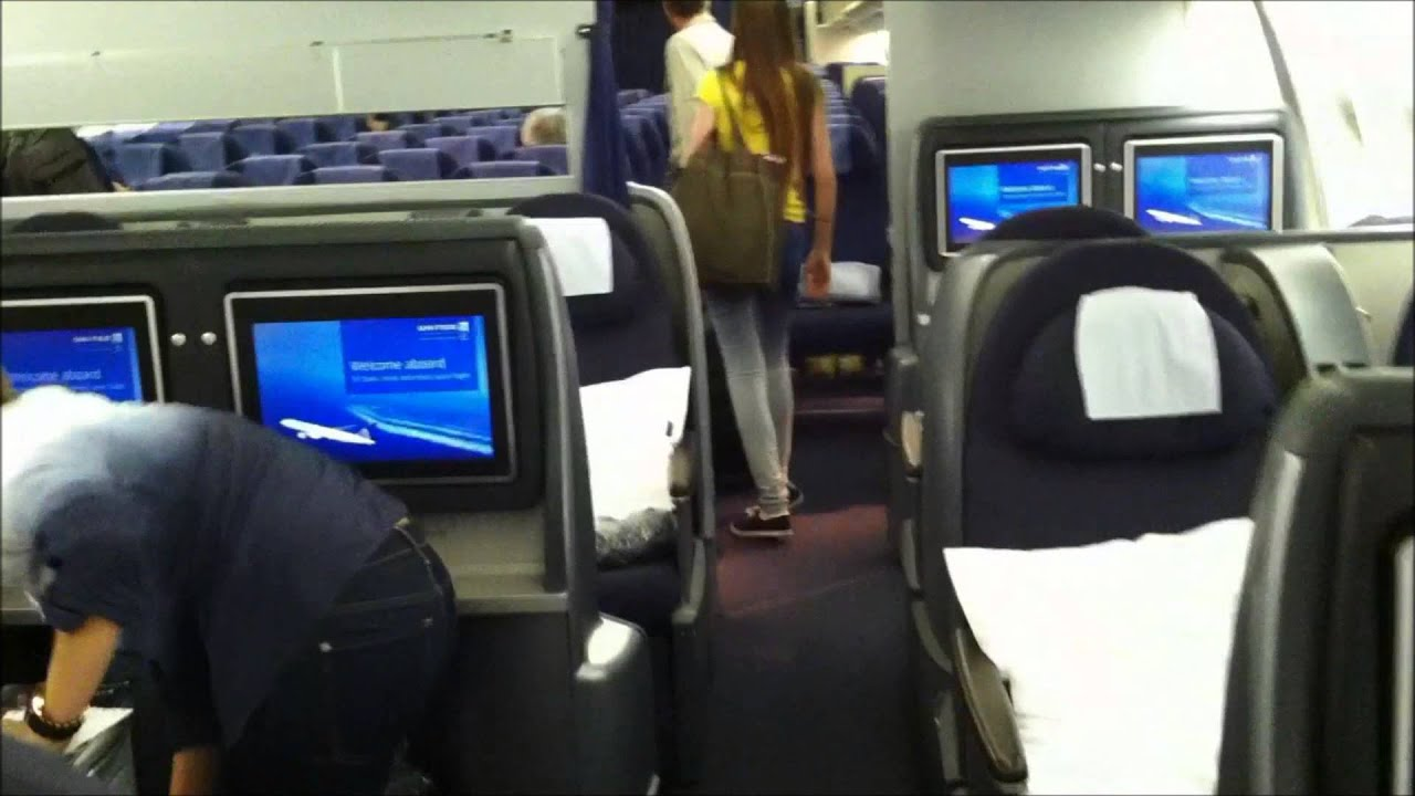 United Airlines First Class 777 200 Boarding a United Airlines