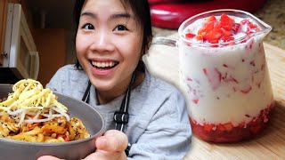 Homemade Fresh Strawberry Milk & Curry Udon | Meal Vlog #1