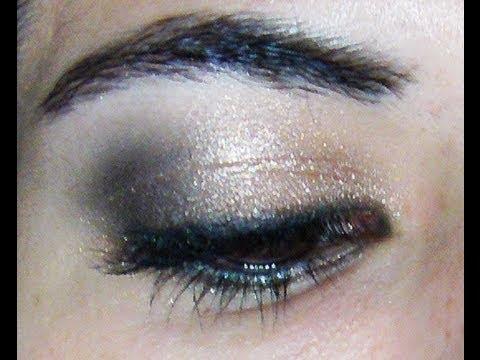 Maquillaje para fiestas  / noche / Ojos ahumados en dorado y negro por Laura Agudelo