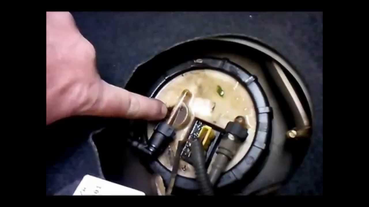 Celta E Corsa Com Cheiro E Vaz De Combustivel Youtube