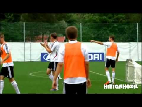 21.06.2012 - Die Nationalmannschaft -  Ei statt Ball - Training mal anders