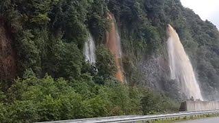 Dağlardan Akan Sel Suları Büyük şelaler Oluşturdu