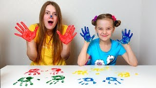 Ulya and mom play in hand painting