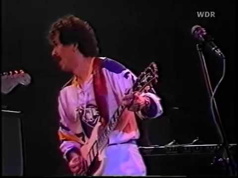 Carlos Santana - Lightning in The Sky