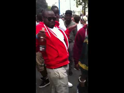 Notting Hill Carnival 2012 Man Dancing To Wizboy Owu Sa Gi video