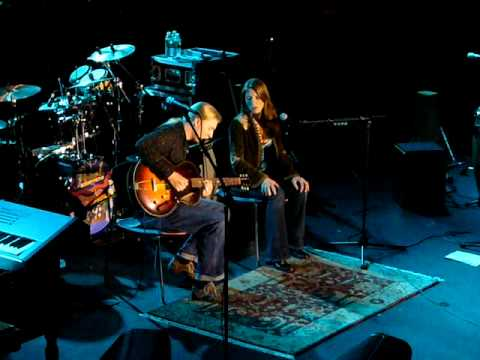 """Walkin' Blues"" - Derek Trucks & Susan Tedeschi - Nokia Theater, NYC - 10/28/06"