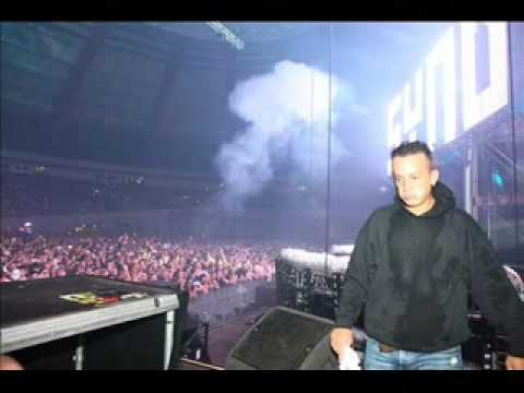 Angerfist - Tonight Live Syndicate2009 (WITHOUT MASK) Best Quality!