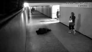 Small Sized Female hit a Thief In Metro subway Of Russia