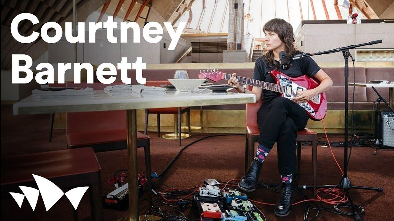 "Courtney Barnett - シドニー・オペラハウス Bennelong Restaurantにて撮影された""Sunday Roast""のライブ映像を公開 thm Music info Clip"