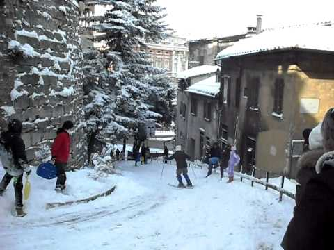 Neve a perugia sciare in via bartolo.AVI