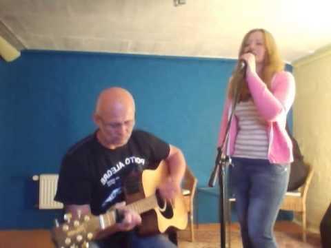 Vater und tochter singen wie soll ein mensch das ertragen