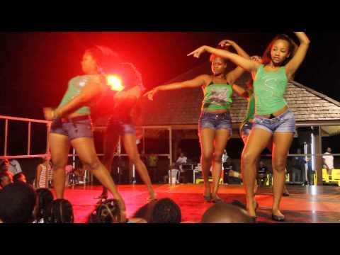 Le groupe de danse Dah Dream Team en prestation à Kourou le 28 Juillet