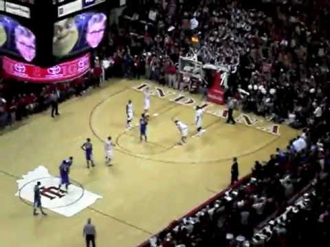 IU Beats Kentucky with Buzzer Beater 3-Pointer