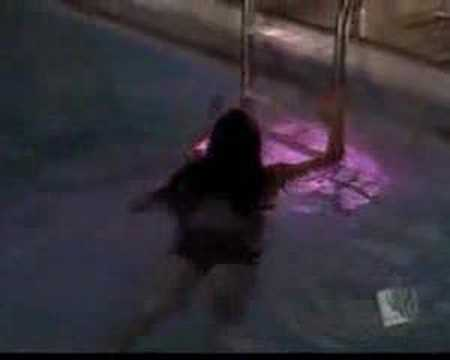 Lana Lang (kristin Kreuk) Piscine video