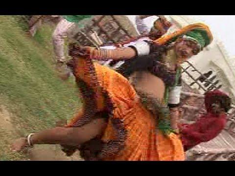 Jaatni Tejaji Ke Mele Gayi - Latest Rajasthani Hot Dance Video Song 2014 - Teja Ji Ra Algoja Baje video