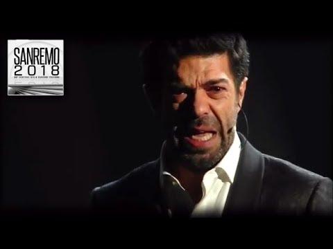 """Sanremo 2018 - Pierfrancesco Favino emoziona con il monologo """"La notte..."""