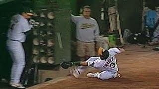ATL@OAK: Chavez makes a great sliding catch