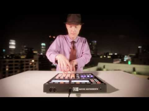 Jeremy Ellis performing on MASCHINE