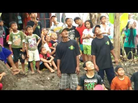download lagu Panjat Pisang Acara Maulid Nabi Muhammad Saw 2016 gratis