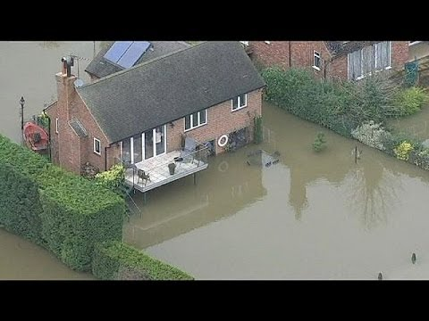 Southern England braced for further floods over weekend