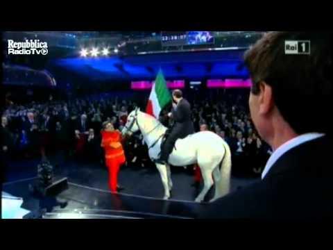 Sanremo, Benigni entra a cavallo – Video – Repubblica Tv – la Repubblica.it.mp4