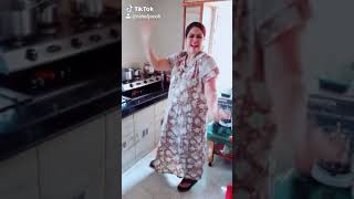 Comedy dance while cooking by tiktok queen entertainment