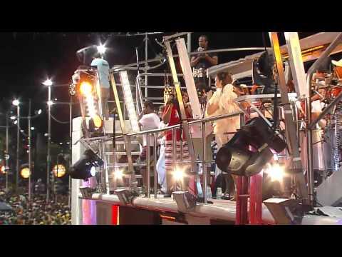 Bahia 2011 Ivete aparece de maiô e leva público à loucura   Carnaval   Carnaval 2011