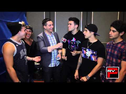 The Janoskians Are Virgins?! Fan Questions At VidCon: Getting Blocked On Twitter & Signing Boobs!