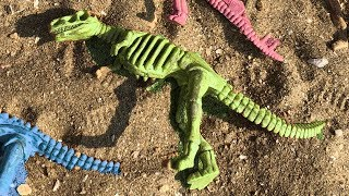 Dinosaur walking Treasures in the sand / Dinosaurs Toys Video for kids