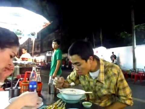 Awesome 50 baht $1.66 Pork Noodle Soup Soi 38 Thong Lor Street Hawker Food – Phil in Bangkok