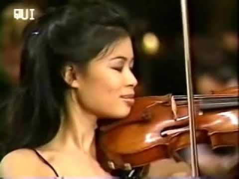 Vanessa-Mae plays a rare version of Toccata & Fugue with her acoustic violin, accompanied by the Bratislava Radio Symphony Orchestra. This was during her Cla...