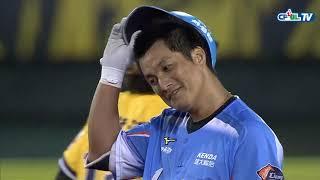 07/20 統一 vs 兄弟 五局上,詹子賢跳到全壘打牆上將潘武雄的深遠飛球美技接進手套
