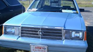 1984 Plymouth Reliant 4 door sedan blu