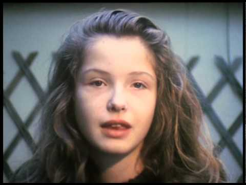 Julie Delpy (1984) by Gérard Courant - Cinématon #376